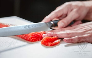 Dalstrong Phantom Yanagiba Sushi Knife_Slicing Salmon