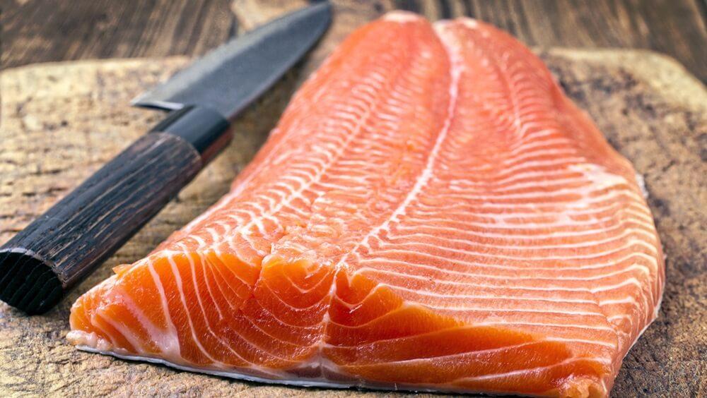 Salmon Fillet with Sashimi Knife